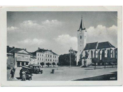 45 - Pelhřimovsko,, Pacov, oživené náměstí, automobil..., ca  1939