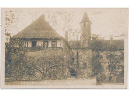 40 - Nymbursko, Přerov nad Labem, oživená partie se zámkem, ca 1923