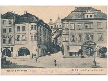 41 - Olomouc, oživené Dolní náměstí s panskou ulicí, cca 1914