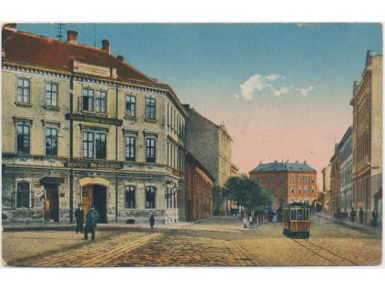 12 - České Budějovice, Schmerlingstrasse, oživená ulice s tramvají...