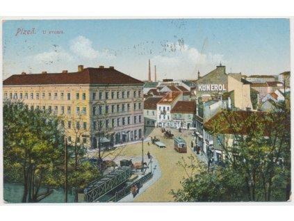 "47 - Plzeň, ""U Zvonu"", oživená ulice, tramvaj..., cca 1916"