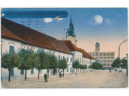 04 - Brno, Zábrdovice, oživená partie před vojenskou nemocnicí, 1940