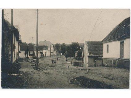 47 - Plzeňsko, Šťáhlavice, oživená partie z návsi, cca 1932