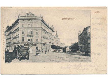 41 - Olomouc, oživená Bahnhofstrasse, lidé, povozy, cca 1903