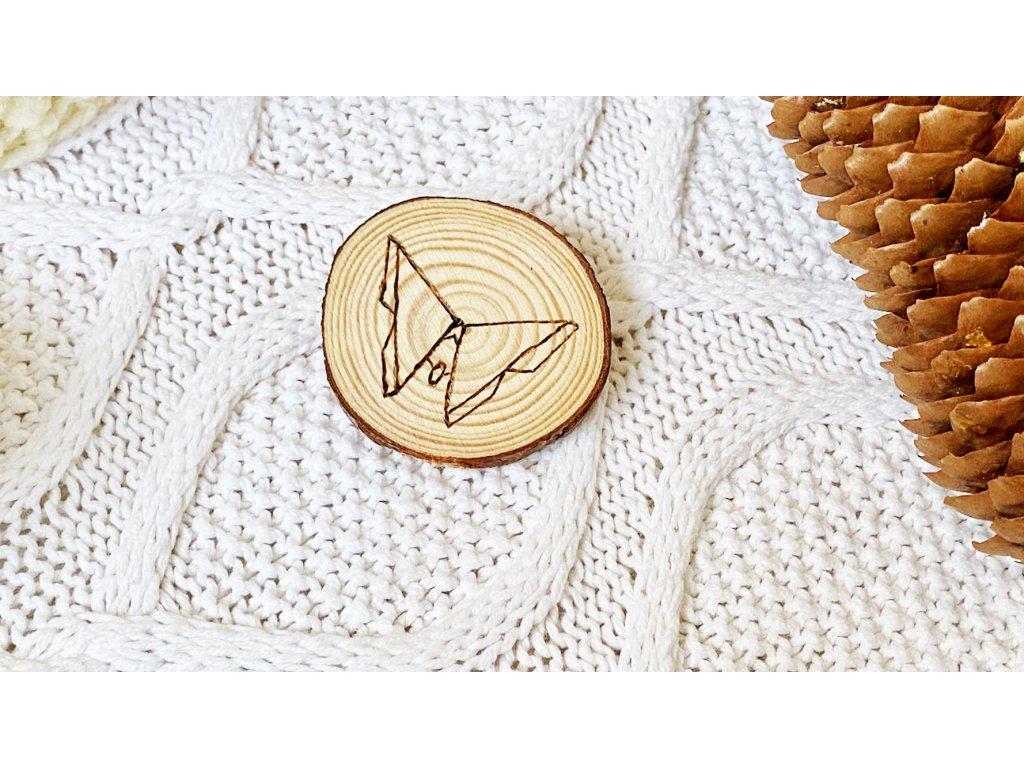 637 2 broz s vypalovanym origami motylem
