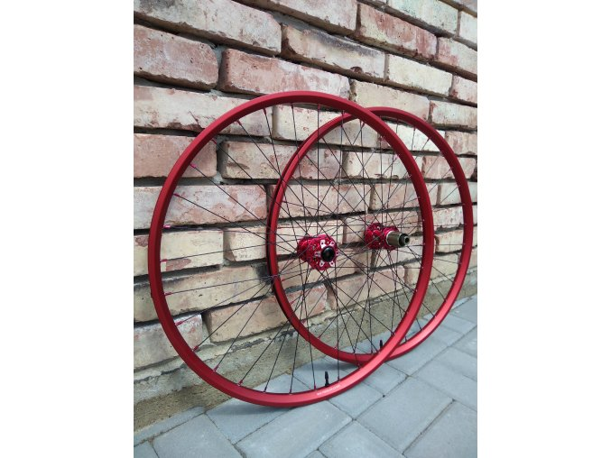 "XC 27,5"" FRM EVO red + Novatec 791/792 Shimano ABG + Sapim D-light, 1495g!!!"