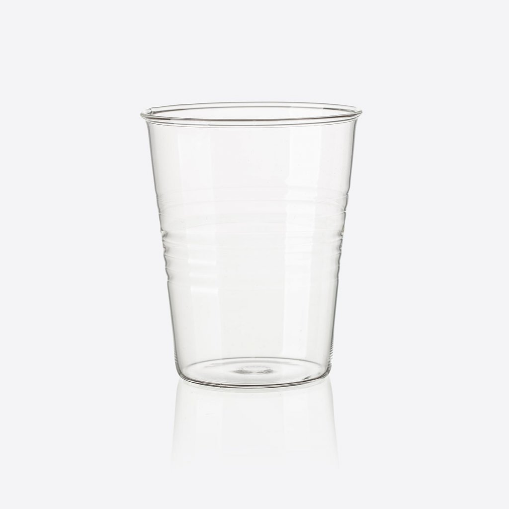 Rozbitná sklenička, design: Maxim Velčovský, foto: Tomáš Dittrich