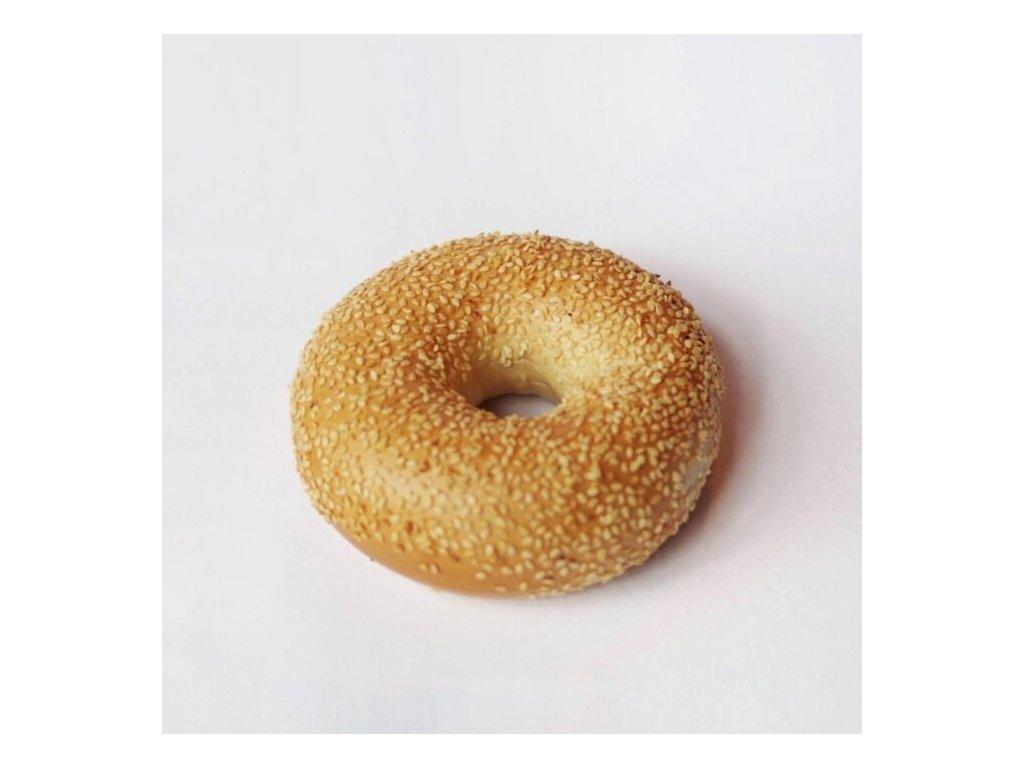 bagel se sezamovym posypem classic bagel with sesame 700x700