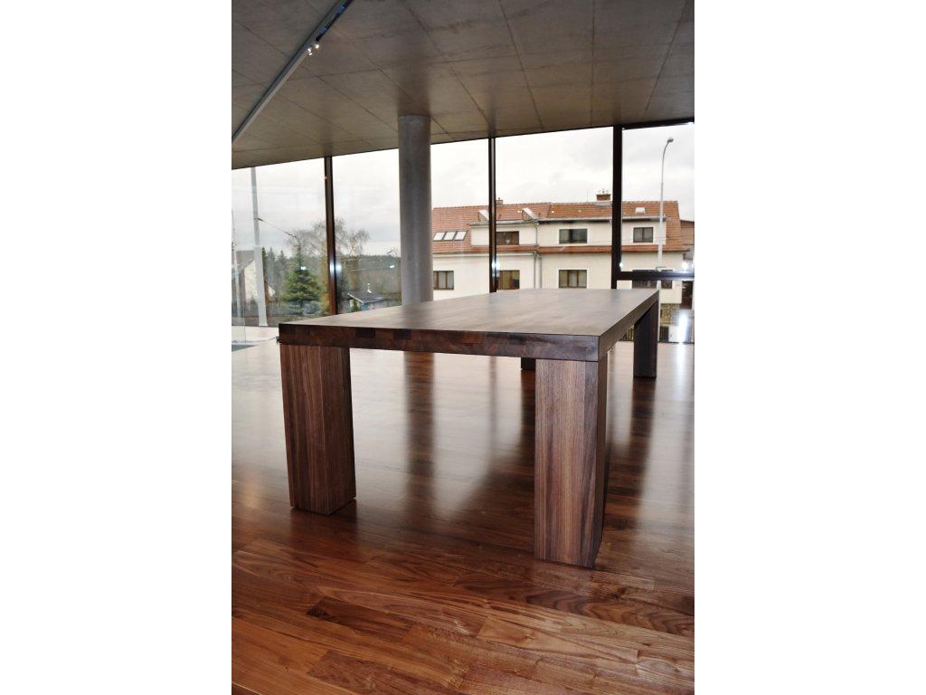 Jídelní ořechový stůl 90x160