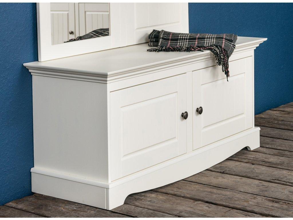 Botník dřevěný dvířka bílá