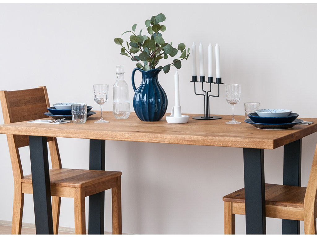 Dubový stůl velký s kovovými nohami velký