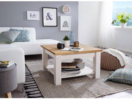 Malý rustikální stolek v interiéru