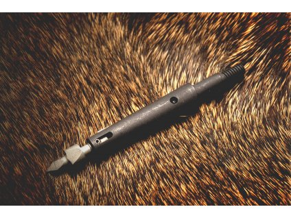 Thorn Black Fur 100C cffe4c42 1d15 452b a058 dbf833812cad 4249x
