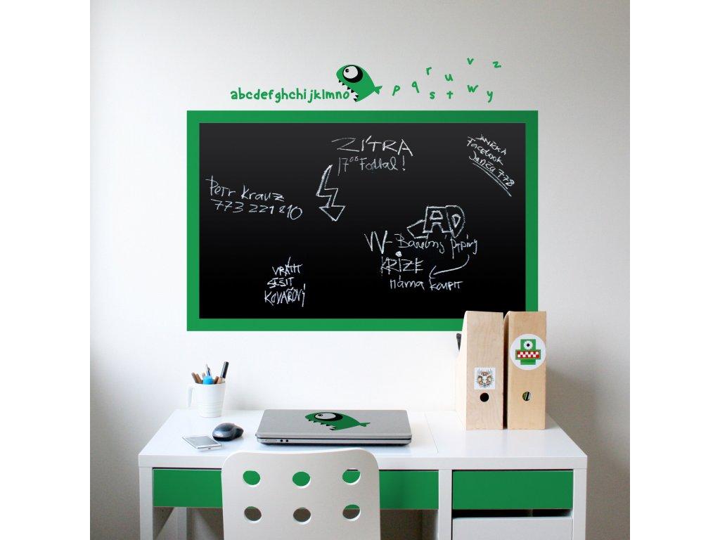 cerna nalepovaci tabule do chlapeckeho pokoje nad pracovnim stolem