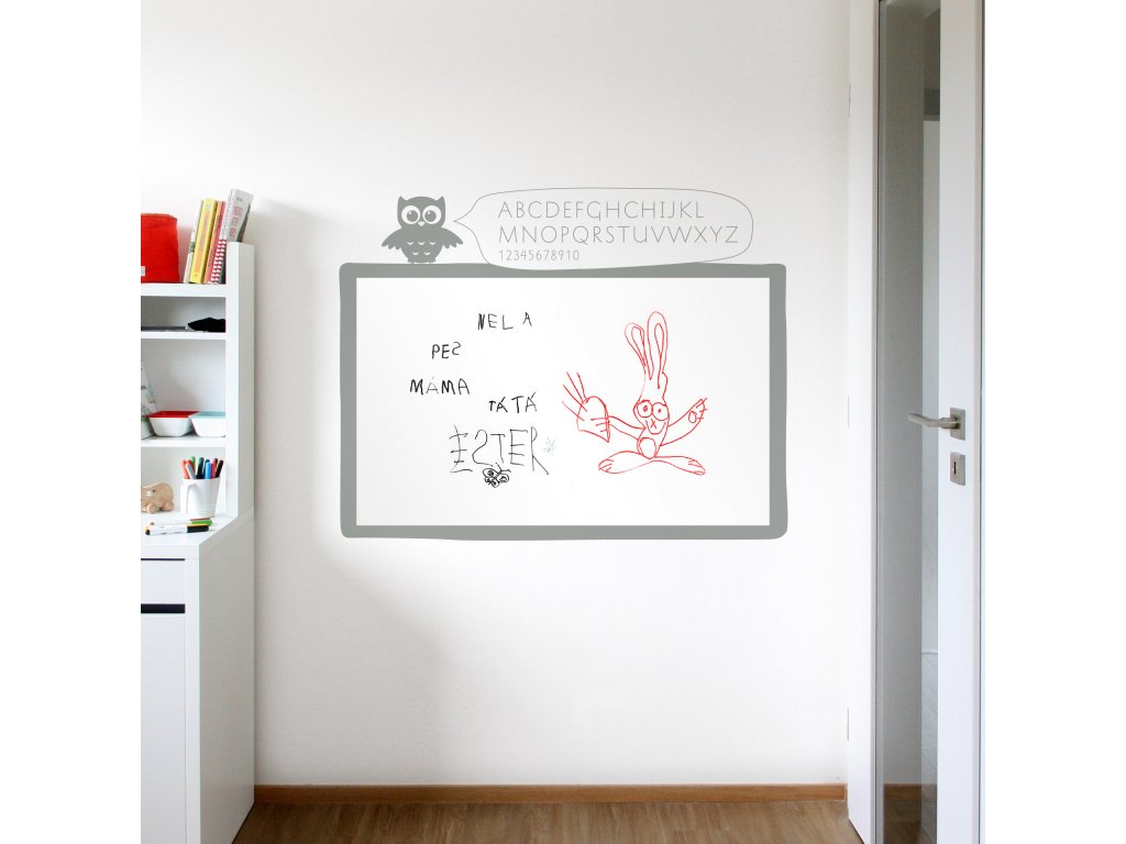 bila samolepici tabule na zdi v detskem pokoji 074