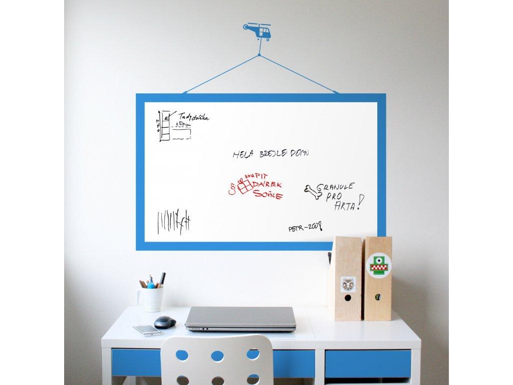 samolepici tabule s motivem vrtulniku na zdi v chlapecke pracovne