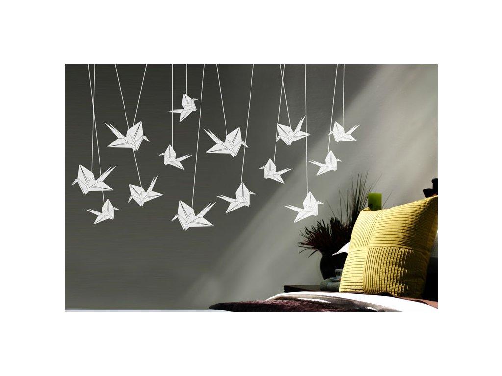 samolepky na zed jerabi origami na sede stene v pokoji