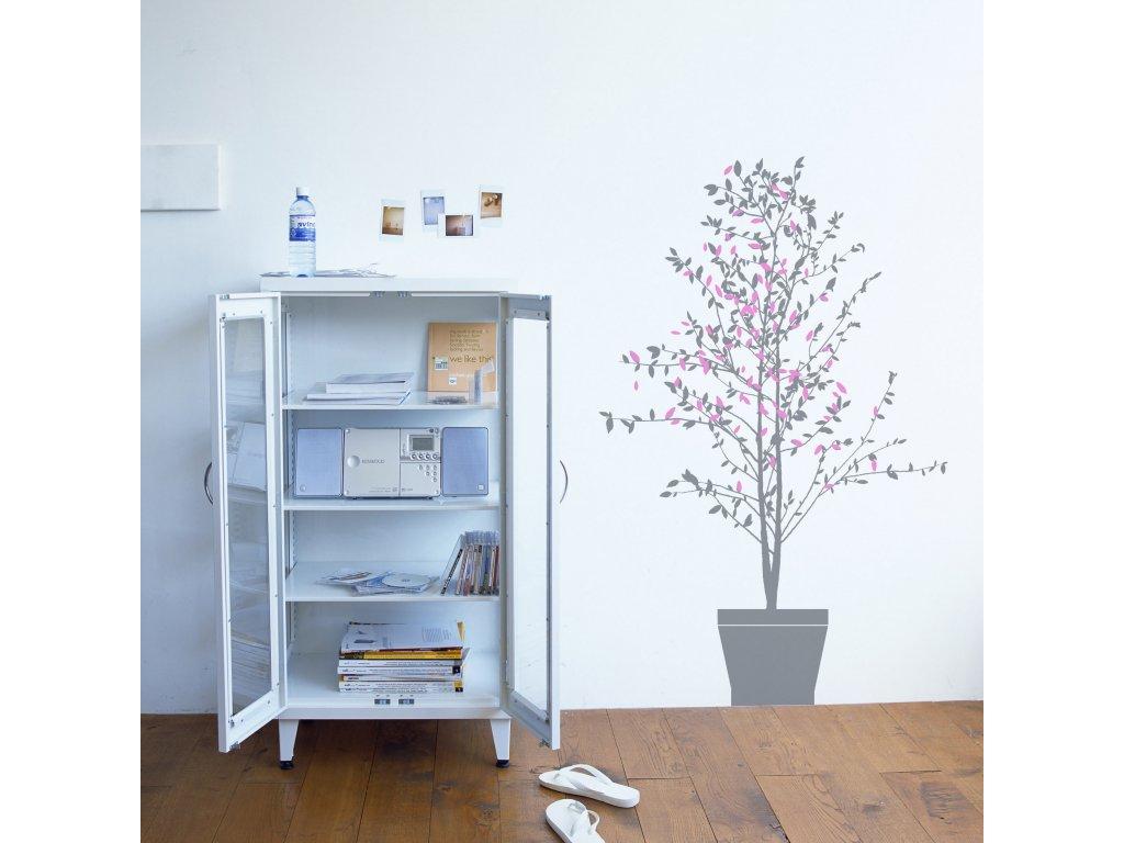 samolepka strom v kvetinaci nalepena na zdi vedle skrinky 02