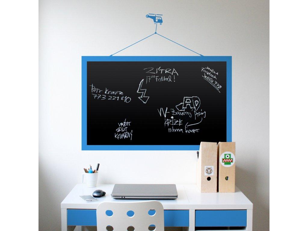 cerna samolepici tabule s motivem vrtulniku na zdi v chlapecke pracovne