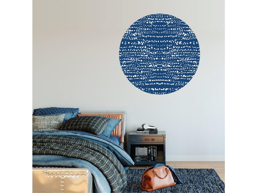 samolepici prelepovaci kruh phototex modry nalepeny na stene v loznici