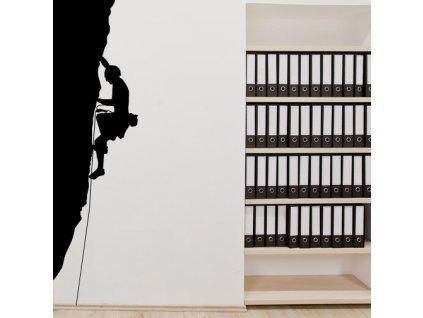 samolepka na zed horolezec na stene v kancelari
