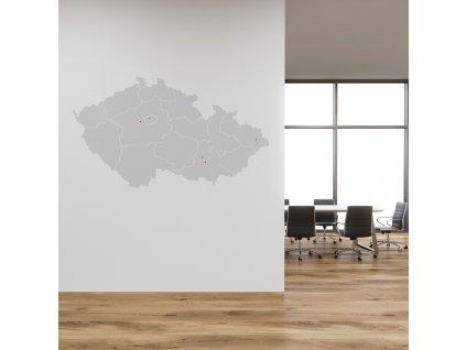 dekorace na zed mapa cr s hranicemi kraju na stene v kancelari