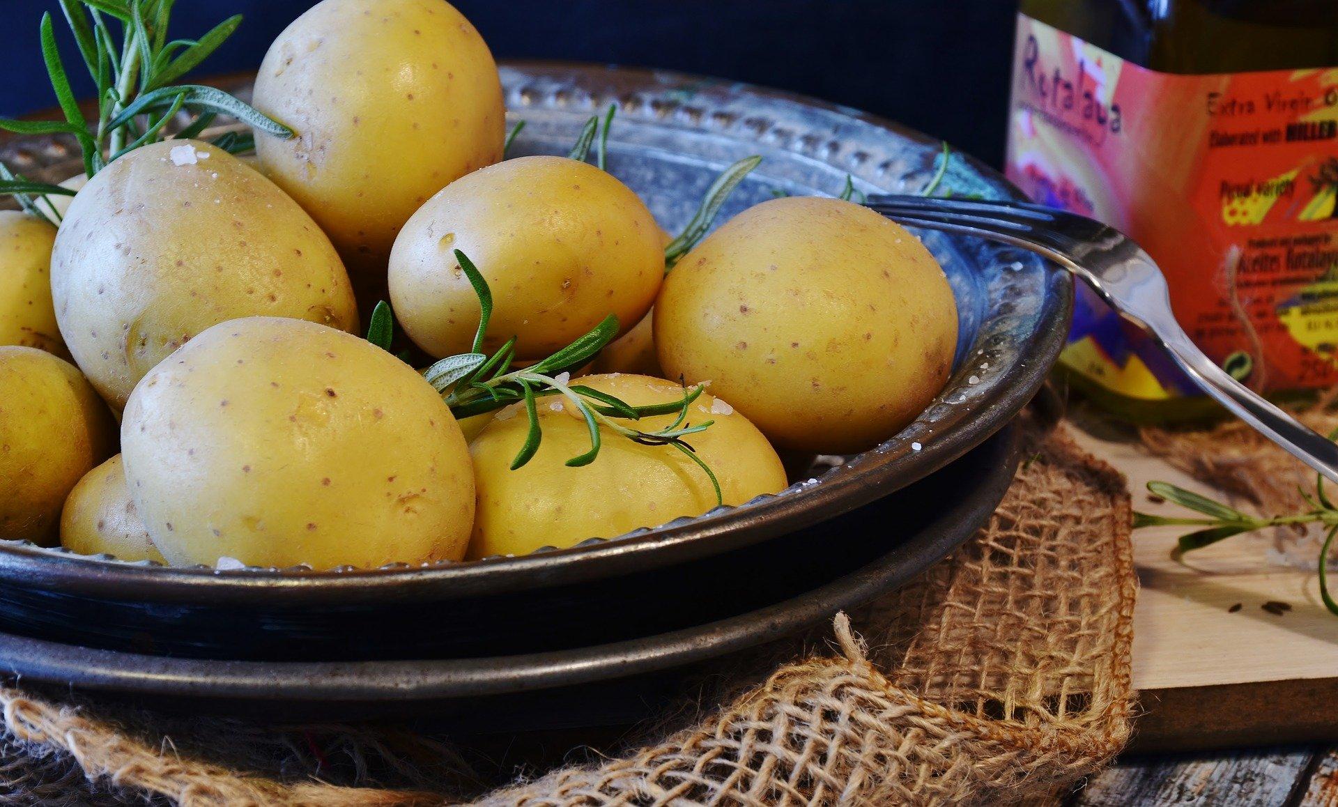 potatoes-3012769_1920