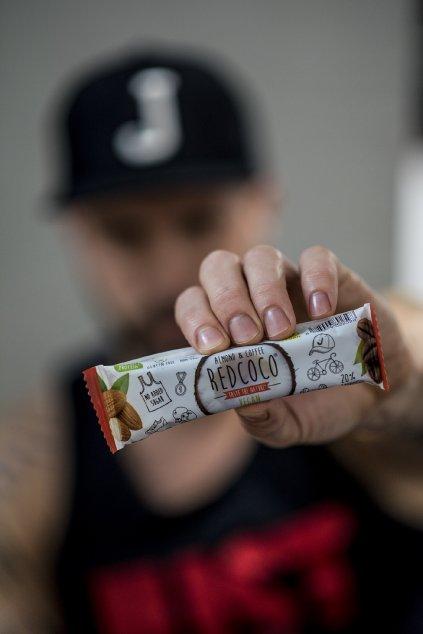 Vegan kávová proteinová tyčinka s kokosovými lupienkami - 40g