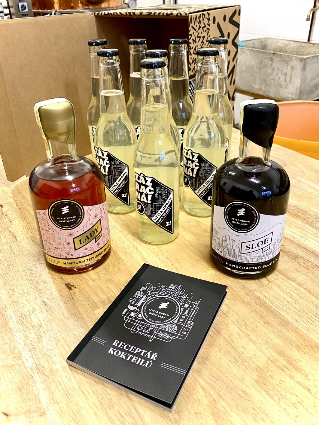 XXL Box Little Urban Lady 50cl 43% a Sloe Gin 50cl 29% 8 Fakt toniků a Dárek