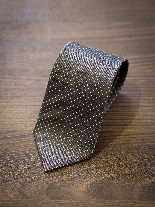 Kravata tmavě šedá s bílým puntíkem
