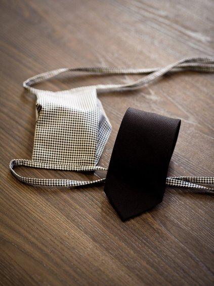 Čeno-bílá kombinace rouška s kravatou