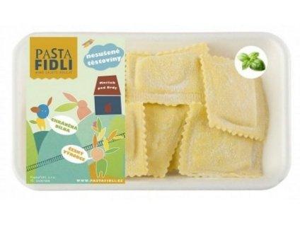 Čerstvé, ručně dělané bazalkové ravioli se sýrem ricottou