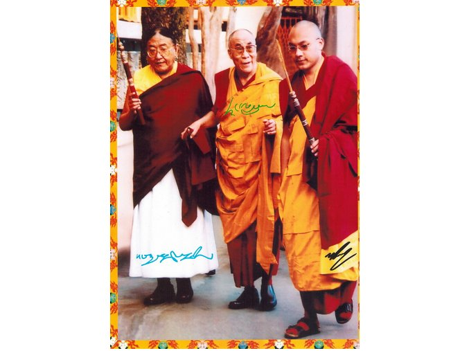 Fotografie Jeho Svatosti dalajlamy se Sakya Trizinem a Karmapou