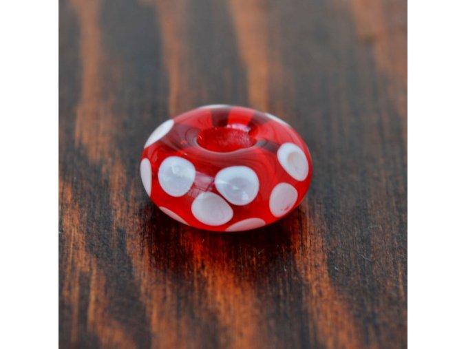 Skleněná perla puntík červený