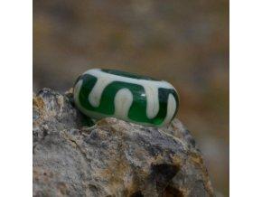 Skleněná perla tibetský lem Zelená