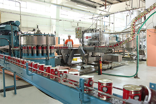 modern-industrial-machines-for-can-packaging