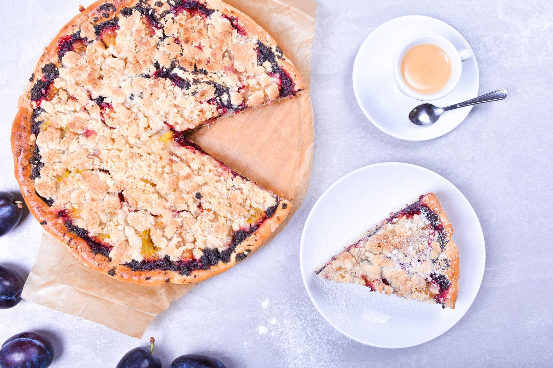 Kynutý švestkový koláč s mákem