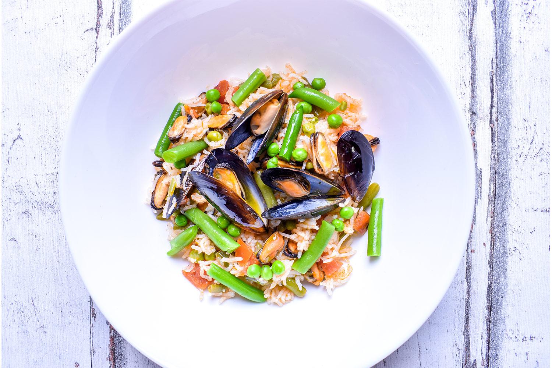 Rýže s mořskými plody a zeleninou
