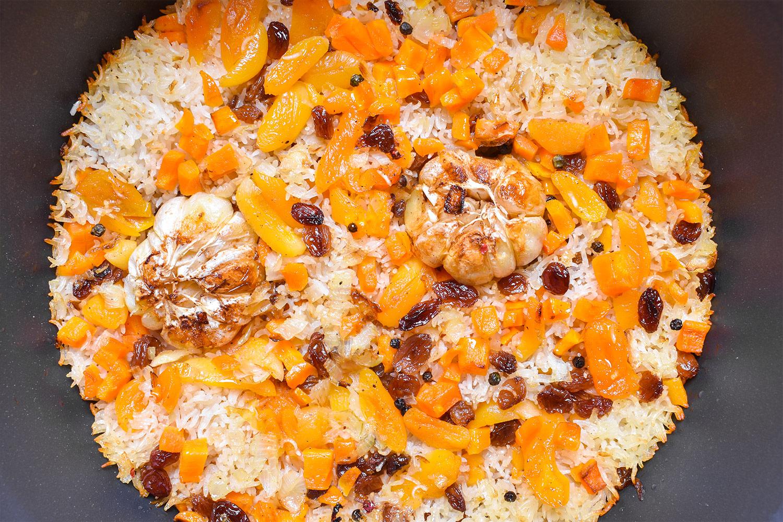 Pilaf s rozinkami a sušenými meruňkami