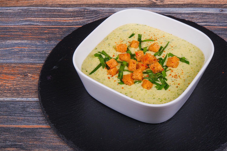 Jarní polévka smedvědím česnekem