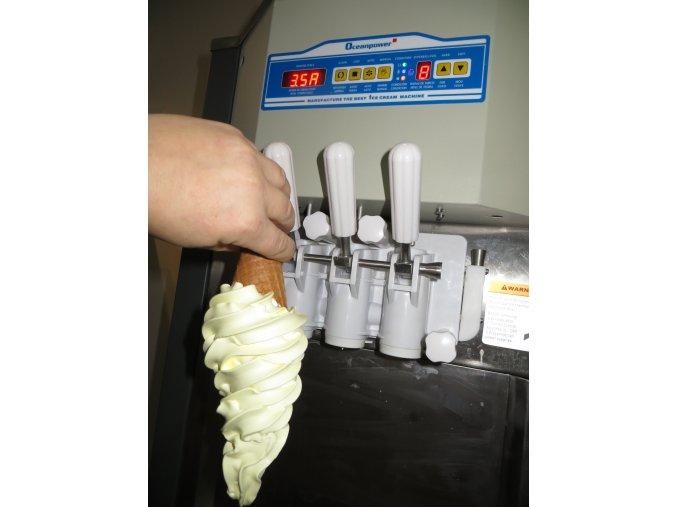 Zmrzlinový stroj OCEANPOWER OP400AP 80% nášleh-ukázka