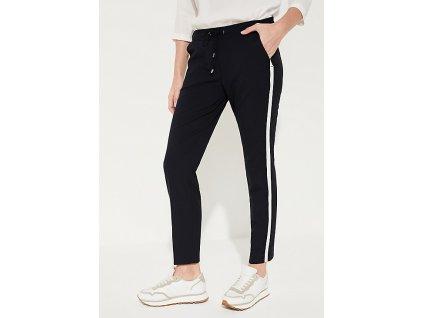 Kalhoty v teplákovém stylu