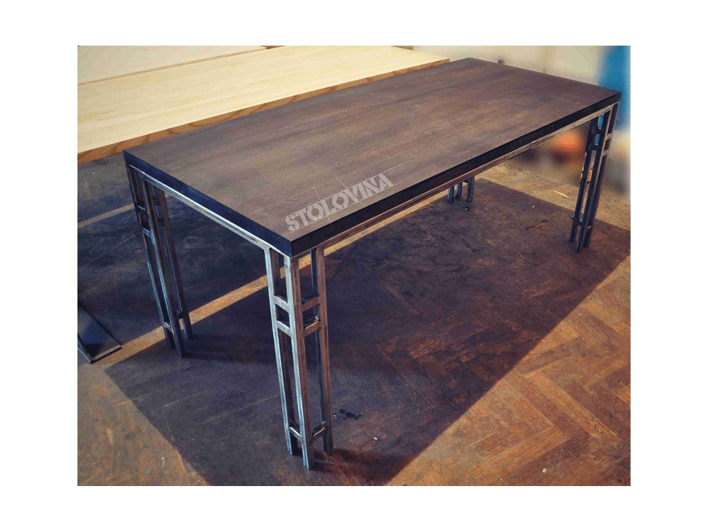 Moderní dubový stůl s kovovou podnoží