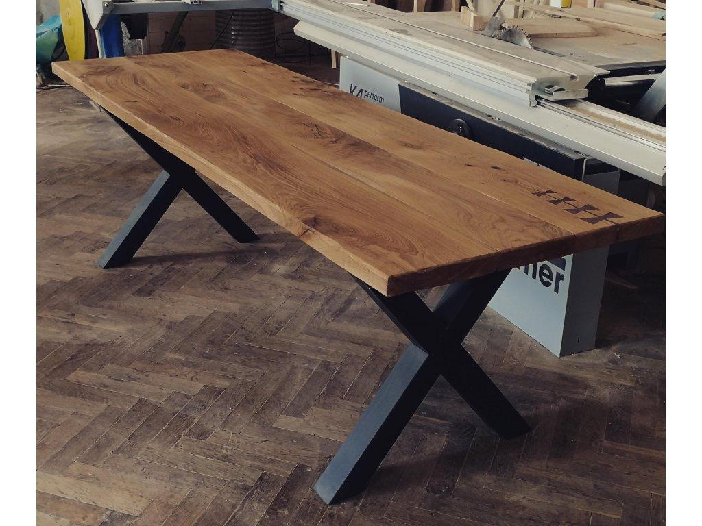 Rustikální stůl s kovovou podnoží