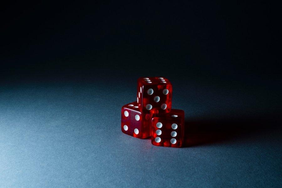 tri-cervene-kostky