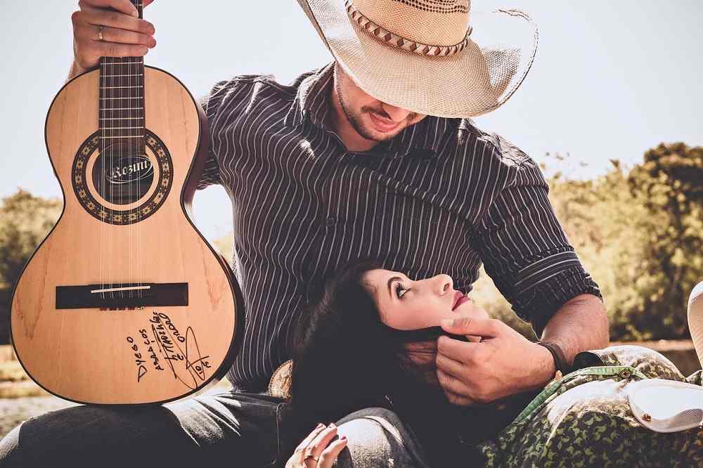 kytara-kytarista-divka