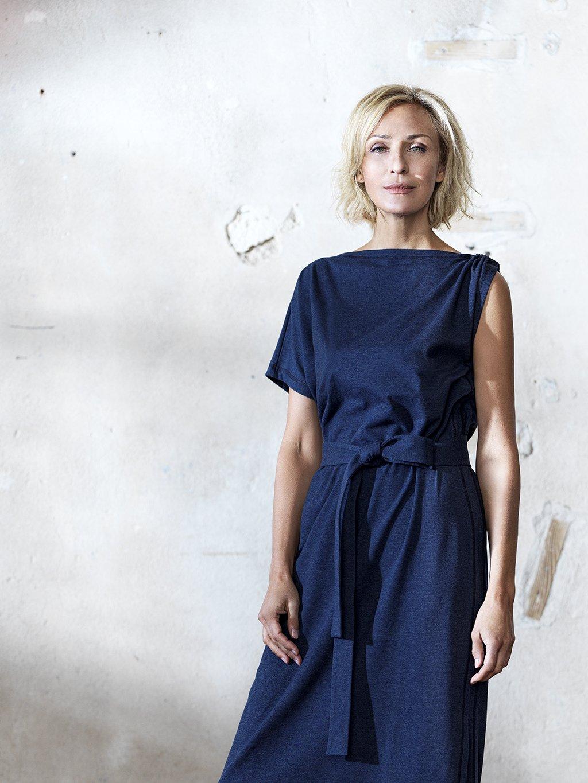 306 Dlouhé asymetrické šaty s vázačkou