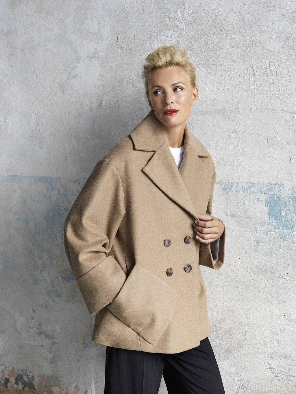 2686 Kabát krátký s velkou kapsou
