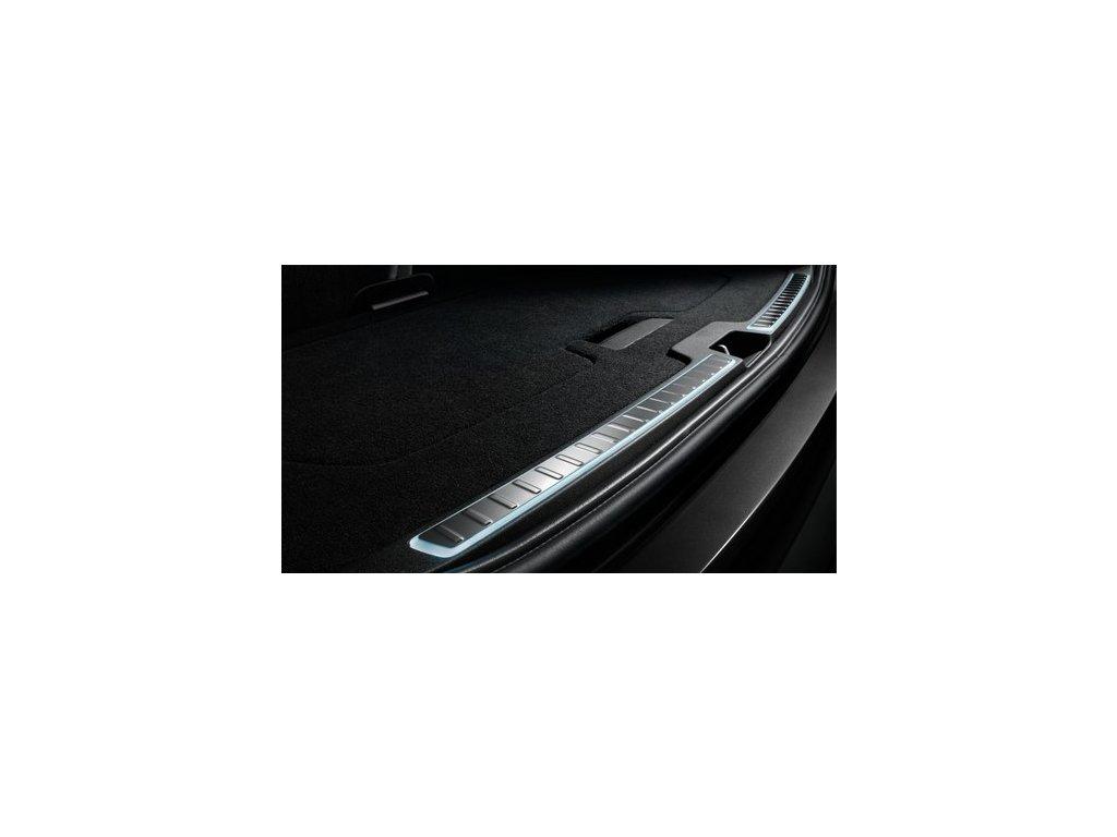 Lišta zadních výklopných dveří s osvětlením pro XC60