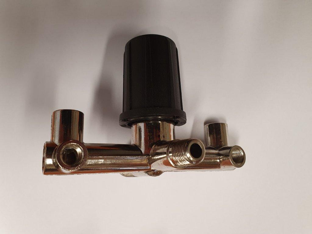 Regulátor tlaku s potrubím